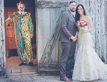 Clown-photo-bomb